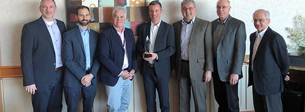 NAV CANADA presents Technology Award to Rohde & Schwarz