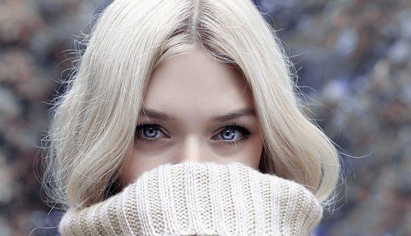 aurore elegance femme blonde yeux bleus