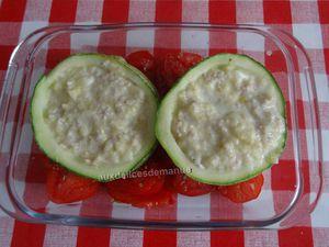 Courgette farcie au fromage et œufs, sur lit de tomates -Light-