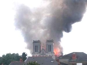 Nantes: Violent incendie à la basilique Saint-Donatien