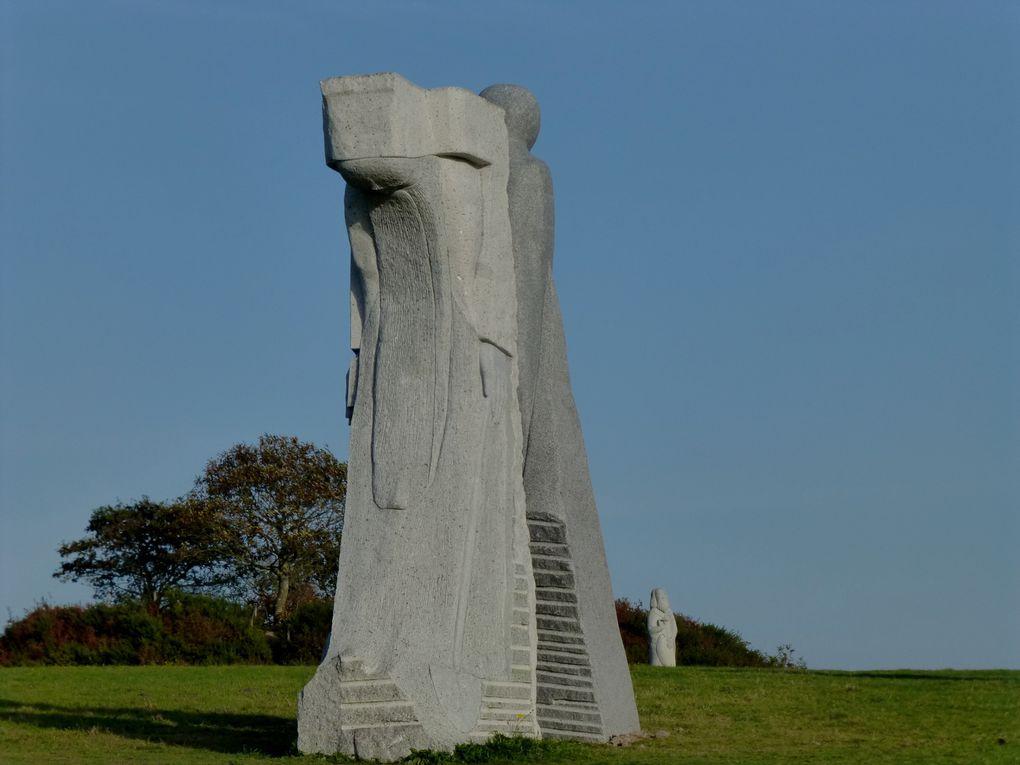 La Vallée des Saints à Carnoët (22). Pour le moment, 50 statues géantes en granit