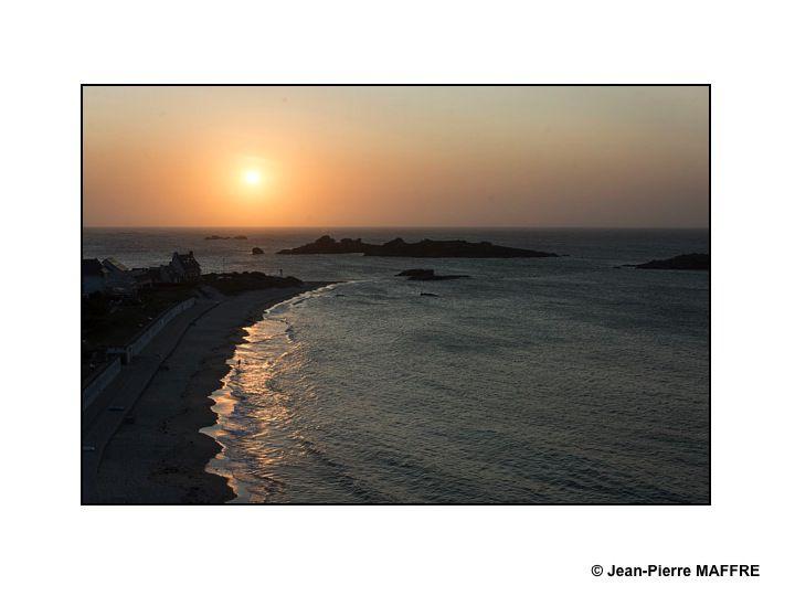 Quel contraste entre la terre, l'eau, le soleil et l'enchevêtrement des lignes et des couleurs !