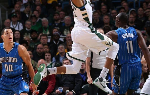 Giannis Antetokounmpo porte Milwaukee avec un triple-double