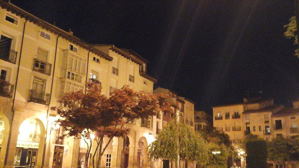 La calle Portales, la place de la cathédrale, les 2 flèches de cette dernière et une jolie maison voisine.