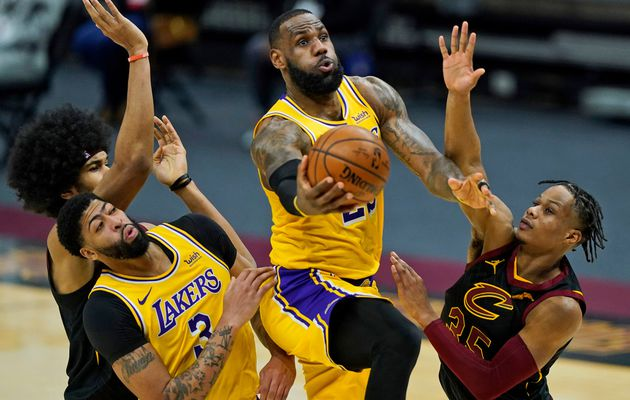 LeBron James sans pitié face aux Cleveland Cavaliers : 46 points, 8 rebonds, 6 passes, 2 interceptions et 2 contres