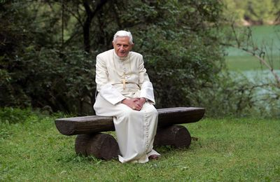 Jn 10,11-18 Benoît XVI nous invite à répondre à l'appel du Bon Pasteur