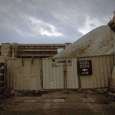 Dédale, Minos et autres témoins de la rénovation urbaine / Les hôpitaux meurent aussi 2ème épisode