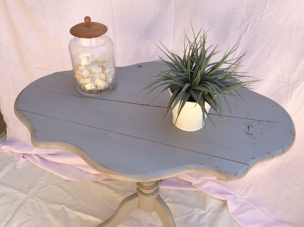 Jolie table d'appoint en bois massif style campagne shabby