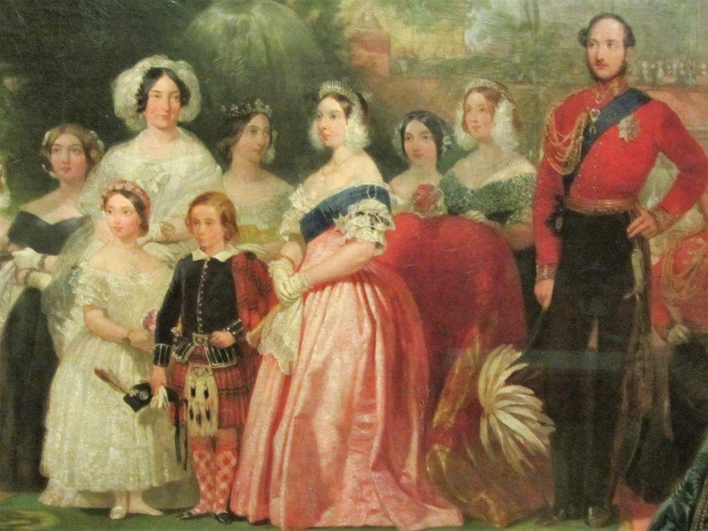 Le couple a eu 9 enfants dont Albert Edouard  (Dit Bertie qui devint roi sous le nom d'Edouard VII) . On le voit ici avec ses parents à l'inauguration du palais de verre.
