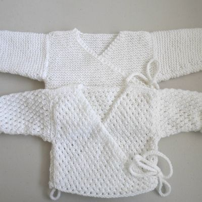 Brassieres blanches, bb mixte, tricotees main, laine bebe tricot