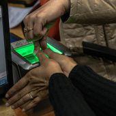 """""""Big Brother"""" en Inde: les empreintes digitales pour obtenir de la nourriture, des téléphones et pour avoir un compte bancaire ! - MOINS de BIENS PLUS de LIENS"""