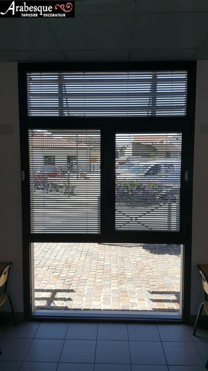 installation stores clip venitiens collectivité arabesque aucun percage cadre alu gris anthracite arabesque thiers