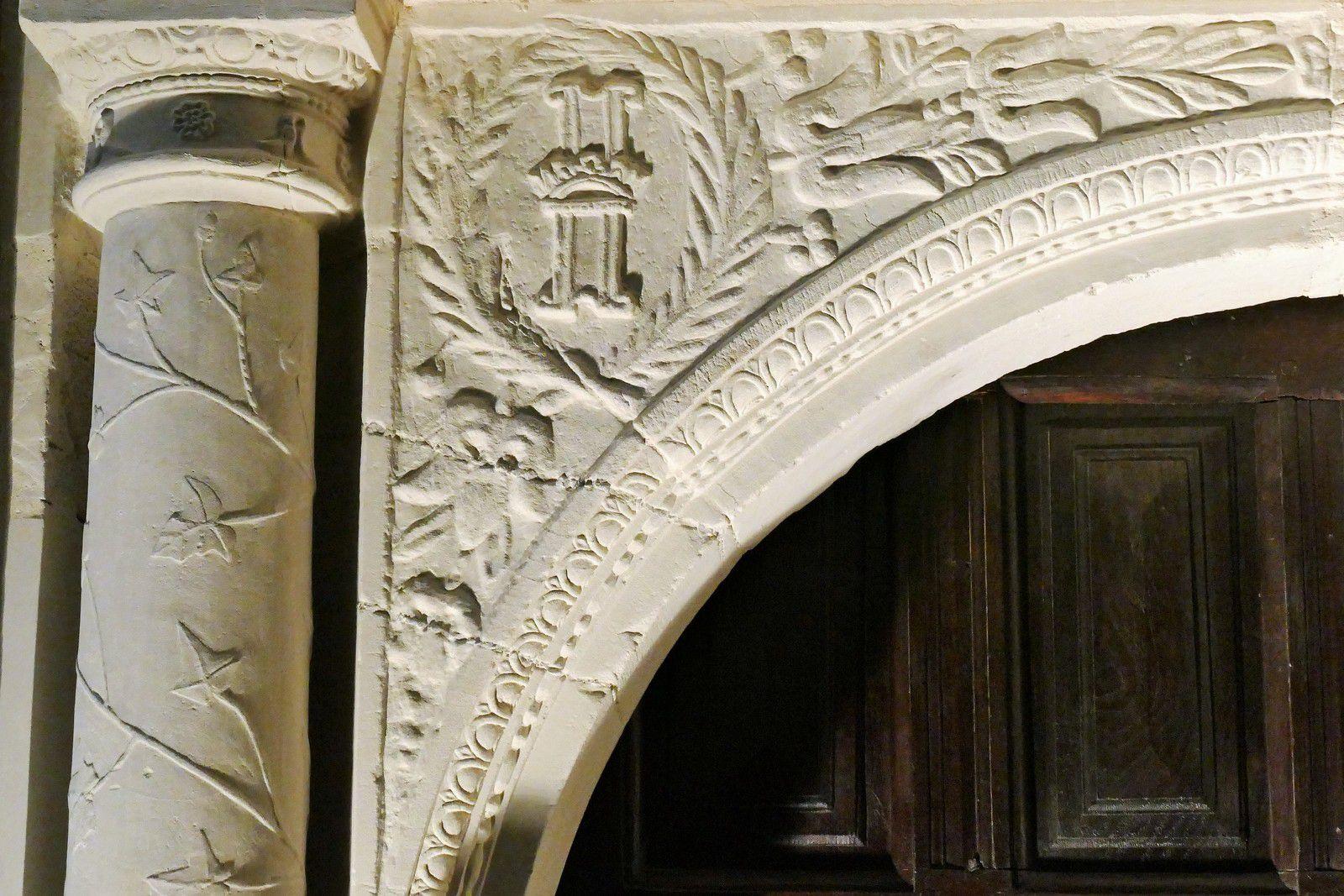 Porte sud (Julien Ricand, 1594) de la chapelle d'Espinay, ancienne collégiale de Champeaux. Photographie lavieb-aile août 2020.