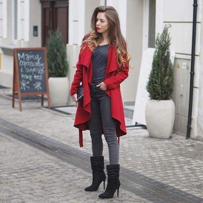 Look du jour : Le long manteau rouge
