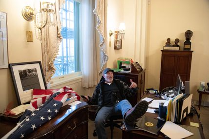 Etats-Unis : l'homme qui avait fouillé dans l'ordinateur de Nancy Pelosi retrouvé mort !