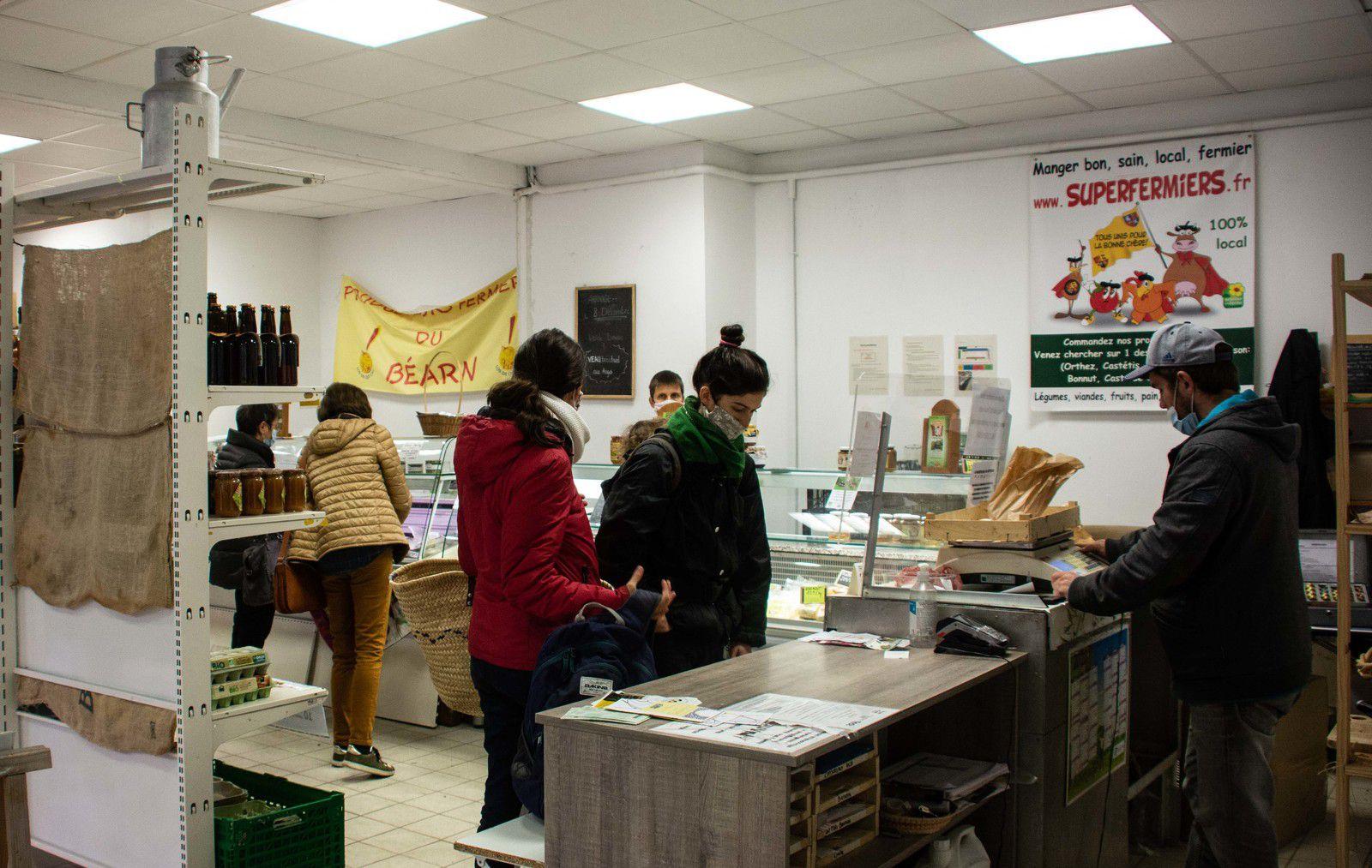 ORTHEZ : Le marché du mardi en fanfare avec le père Noël