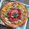 Tarte fine courgettes, tomates, fromage frais, basilic