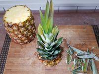 Nouvelle découpe d'ananas pour composition plateau de fruits
