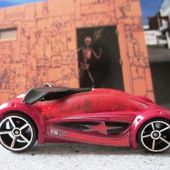IRIDIUM HOT WHEELS 1/64 VOITURE FUTURISTE - car-collector.net