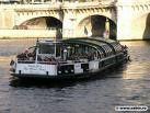 après la tour Eiffel, le bateau mouche