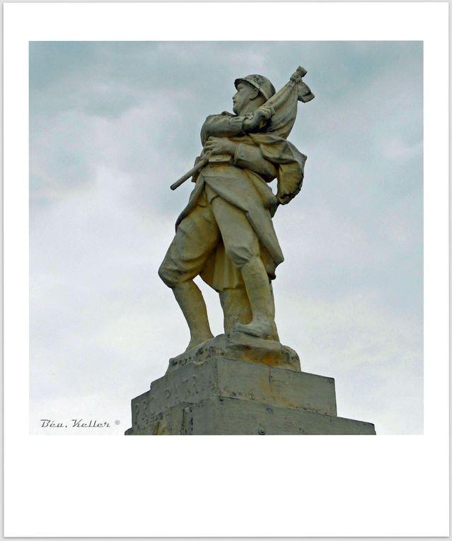 Le soldat au drapeau, cliquez sur les photos.