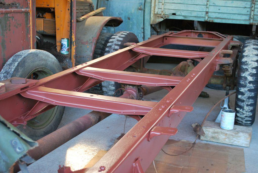 le chassis, du Ford Poissy qui va remplacer celui du Ford Maulier en trés mauvais état.