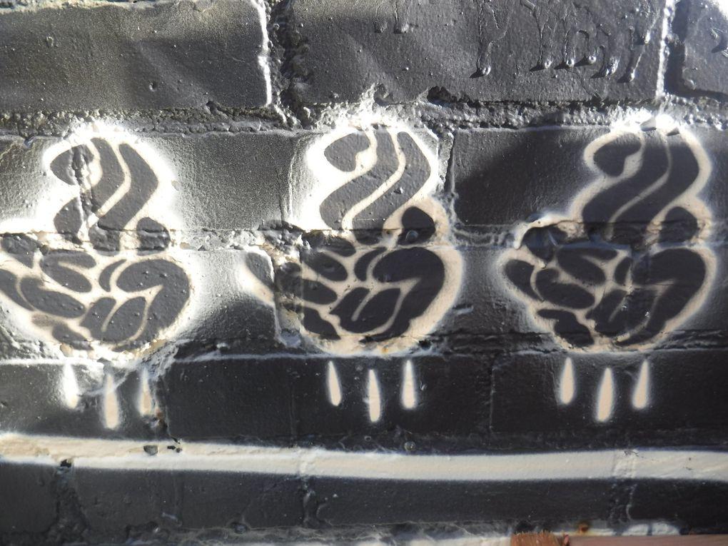 Germ Dee exécute une murale en trois volets inspirée de l'univers de la bande-dessinée.