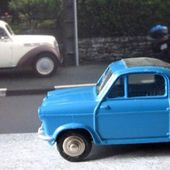 2CV VESPA BLEUE CAPOTE GRISE DINKY TOYS 1/43 MECCANO FRANCE - car-collector.net