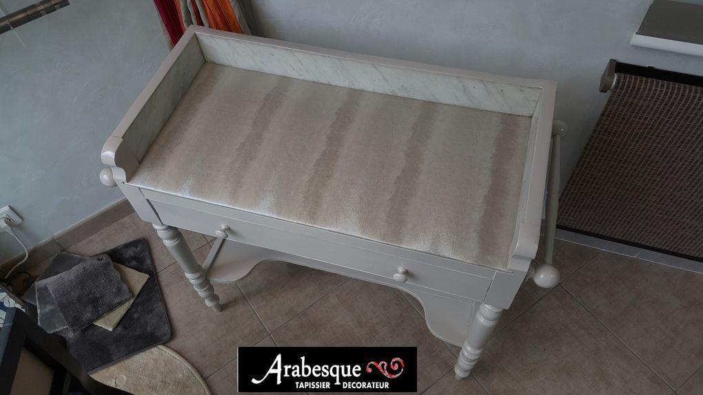 restauration meuble coiffeuse ancienne avec dessus en simili arabesque tapissier decorateur thiers