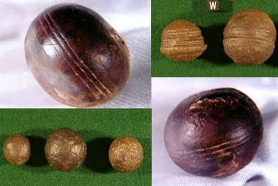 En haut à gauche, en bas à droite, les sphères de Klerksdorp qui ont été trouvées dans des dépôts de pyrophyllite près d'Ottosdal en Afrique du Sud (Crédit : Robert Huggett).En haut à droite, en bas à gauche : des sphères similaires connues comme les billes Moqui de Navajo Sandstone dans le sud de l'Utah. (Crédit : Paul Heinrich).