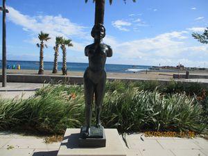 """""""Ile de France"""" sans les bras (1921/1925) une copie de cette œuvre est présente à Paris mais avec les bras. Décédé en 1944, AristideMaillol repose dans le jardin de sa maison """"La Métairie"""" de Banyuls où il vécu à partir de 1910, dans le calme de la vallée de la Roume. Cette maison est aujourd'hui devenue un musée au public. On y trouve son tombeau, orné de la statue """"La Méditerranée"""""""