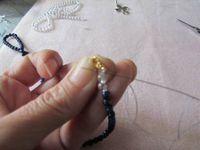 Je réalise un ras du cou en lapis-lazuli