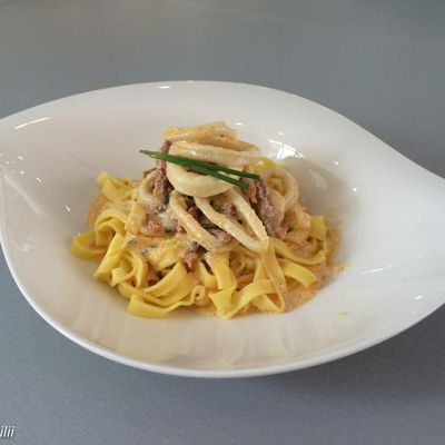Calamars, sauce parmesan et chorizo
