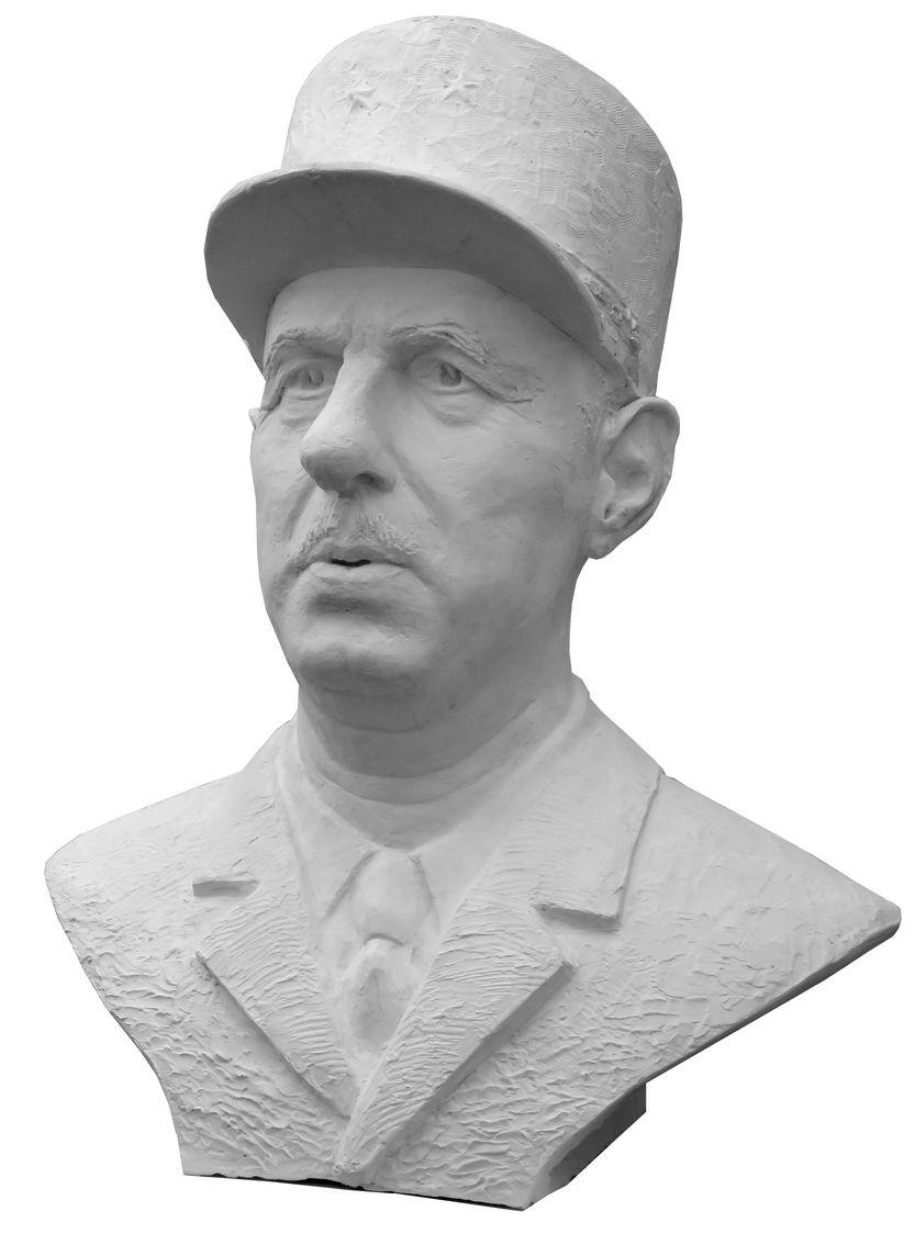 buste-monumental-du-general-de-gaulle-par-dan-robert