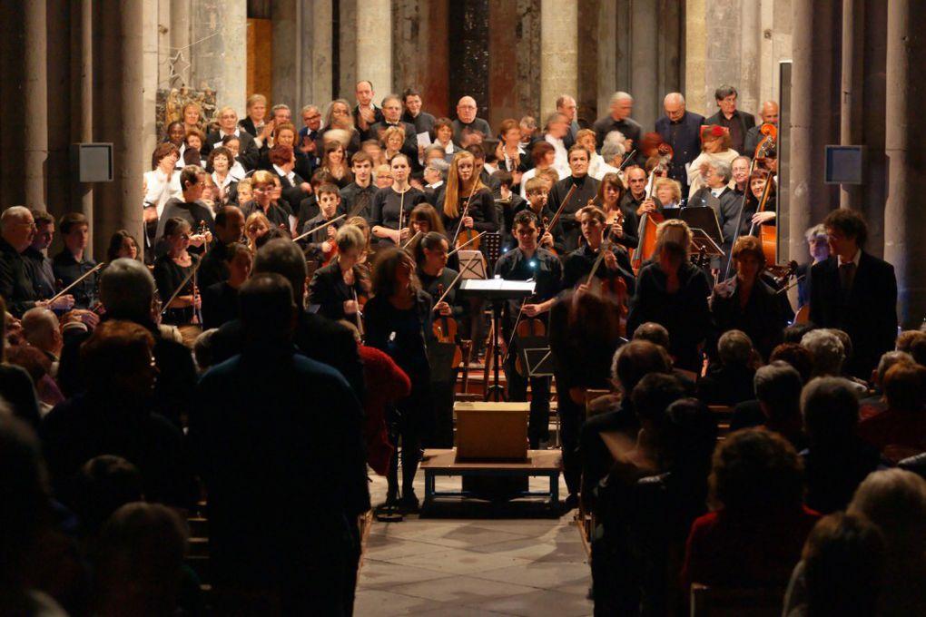 Concert du samedi 15 octobre 2011 - Eglise d'Aigueperse. Organisé par la chorale Collection de timbres, avec le choeur des Bateliers de Pont du Château et l'orchestre à cordes de Lempdes. Photos Pierre LYAN