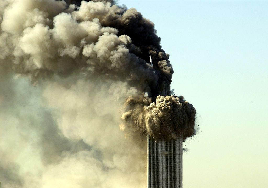 Le World Trade Center s'effondre le 11 septembre 2001 (Crédit photo: L. Busacca/WireImage via Getty Images)