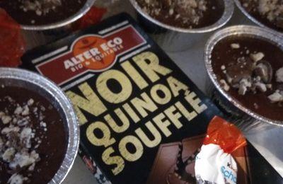 Les Délices de Clément : Ses mousses au chocolat noir au quinoa soufflé équitable et schoko-Bons .