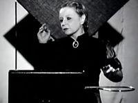 1- Lev Sergueïevitch Termen, inventeur du thérémine ; 2- La vraie Clara Rockmore ; 3- Le personnage fictif de Sarah Clockwork