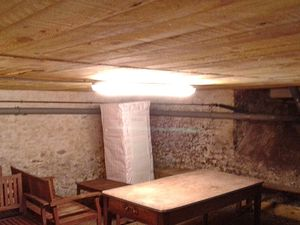 Un petit boulot pour finir, en mettant un peu de lumière dans la cave et remplacement de 3 luminaires. de l'entrée.