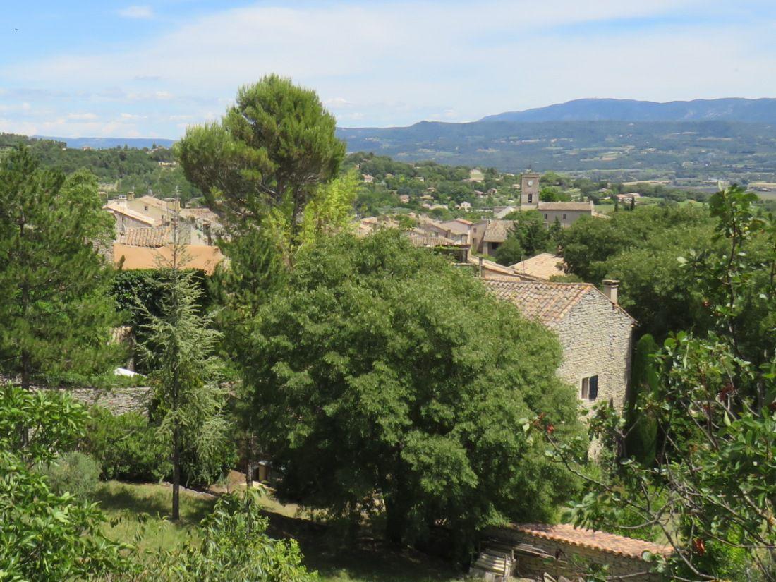 Village perché du Luberon qui a su garder son identité