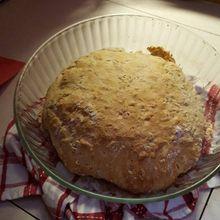 Stéphanie s'entraine à faire du pain pour notre voyage...et oui on est Français tout de même !