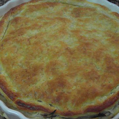 pastel de hojaldre con cebolla caramelizada y morcilla de cebolla