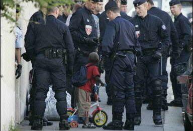 ÉVACUATION D'UN SQUAT PARISIEN RUE DE LA FRATERNITÉ