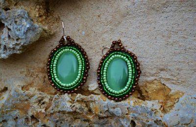 Boucles d'oreilles baroques en perles de rocailles brodees
