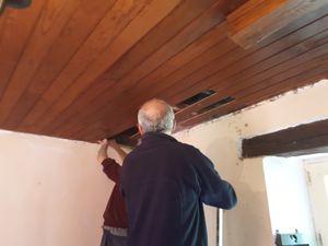 début : on commence par ouvrir le plafond ... et fin : sol rénové, car trop de saletés tombées !