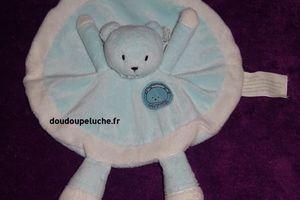 Doudou ours plat rond, bleu blanc, Kimbaloo, Attention bébé craquant, www.doudoupeluche.fr