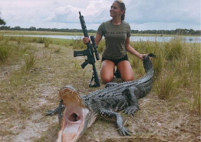 Elle pose avec ses trophées de chasse pour « soutenir la protection des animaux »