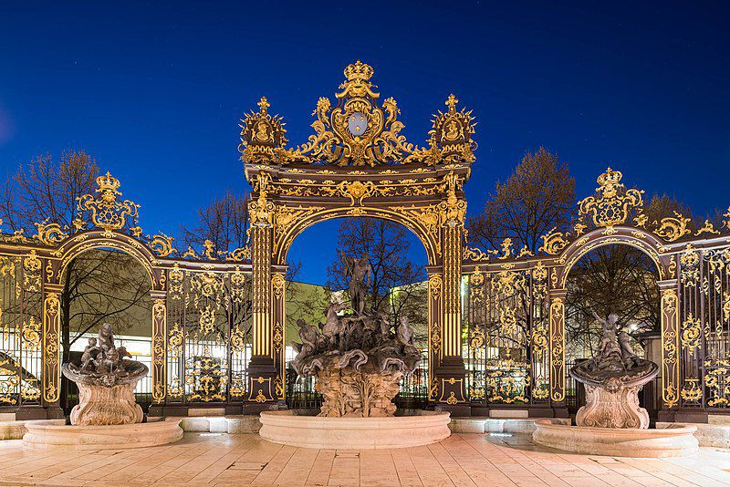 Grid of Place Stanislas in Nancy, with the Fountain of Neptune, photo Nicolas Cornet, Wikipedia CC.