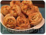 Minis pains escargots à l'ail, pignons, thym et parmesan