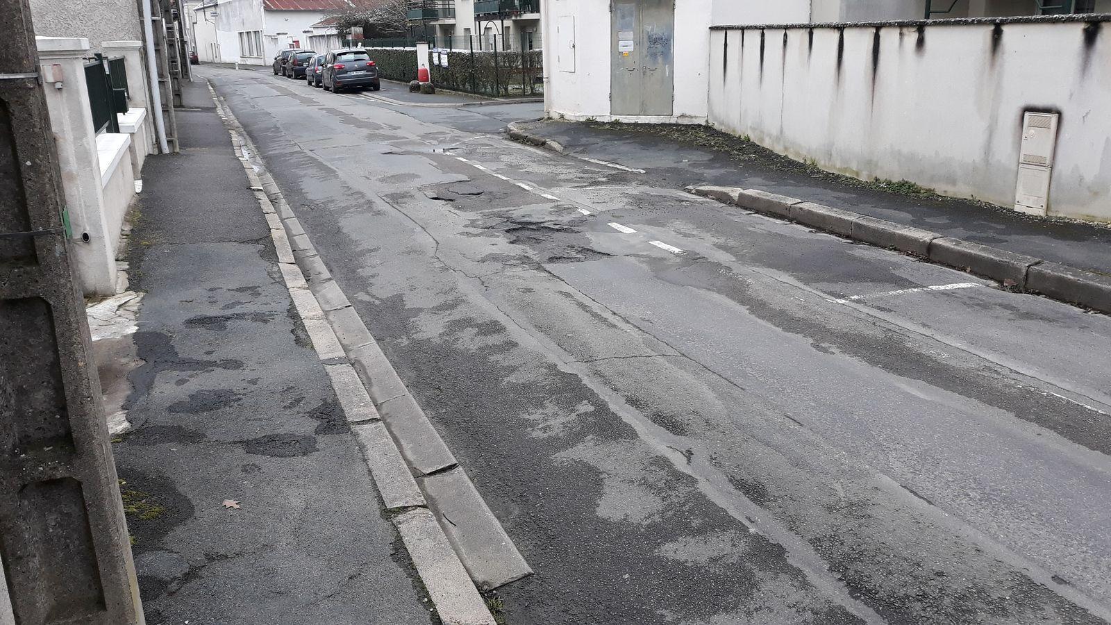 Rue du Champanet : SVP travaux demandés, réclame un lecteur